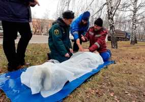 Накрытый простыней манекен в центре Нижнекамска переполошил горожан