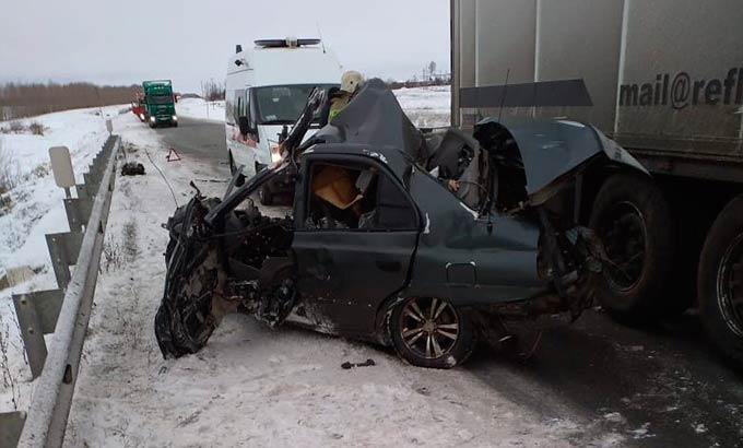 В Татарстане на части разорвало машину, в которой находились женщина и ее дочь-школьница