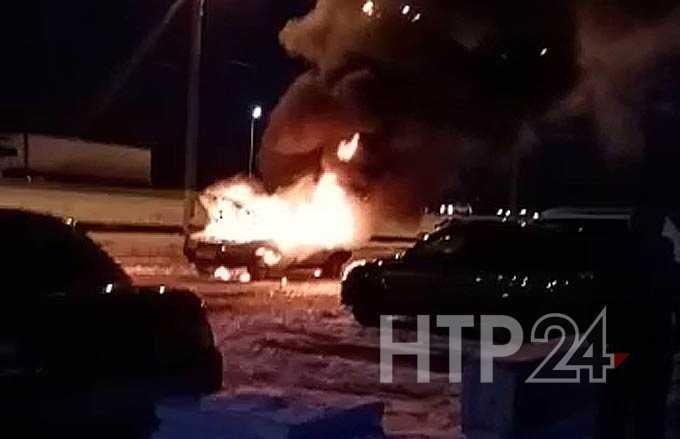 В Нижнекамске дотла сгорела легковушка