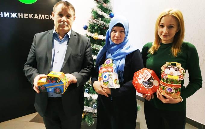 К акции «Стань Дедом Морозом!» присоединились журналисты и сотрудники организаций