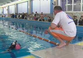 В честь Дня спасателя нижнекамским школьникам показали, как погружаться с аквалангом в воду