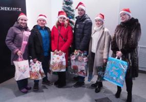 Подарки для акции НТР «Стань Дедом Морозом!» принесли артисты «Нардугана»