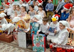 В Нижнекамске Дед Мороз исполнил мечты воспитанников приюта «Балкыш»