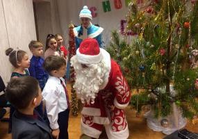 В Нижнекамске Дед Мороз навестил детей с ограниченными возможностями здоровья