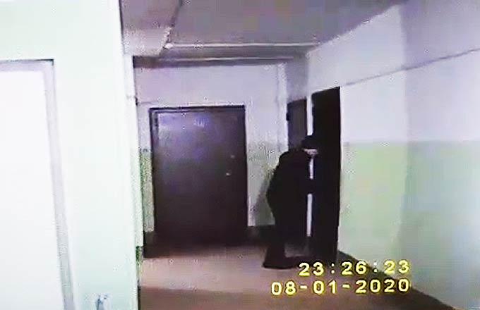Нижнекамская полиция проводит проверку инцидента с подростками, дергающими дверные ручки
