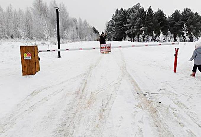 Нижнекамцы негодуют из-за перекрытой шлагбаумом дороги