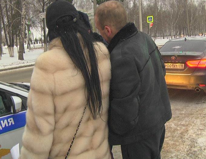 В Нижнекамске водитель иномарки и ее пассажир напали на журналиста