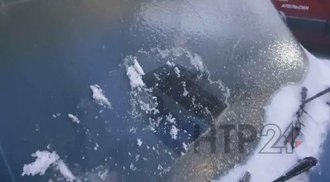 В Нижнекамске дороги из-за ледяного дождя превратились в каток
