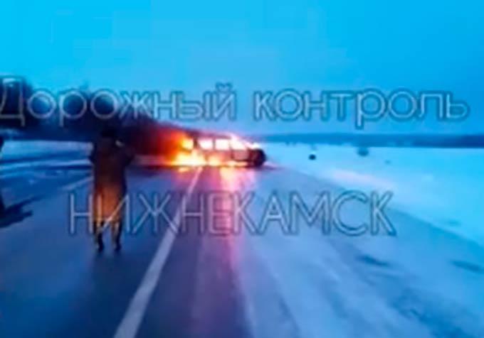 В Татарстане на федеральной трассе загорелся легковой автомобиль