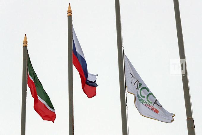 Над Казанским Кремлём подняли флаг столетия ТАССР