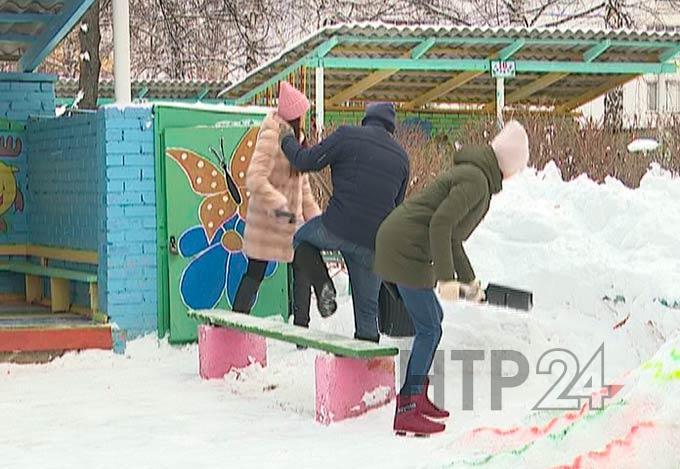 В Нижнекамске родители не хотят помогать воспитателям чистить игровые площадки от снега