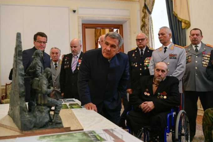 Президент Татарстана обсудил проект памятника воинам-афганцам