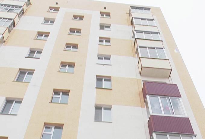Жительница Нижнекамска, запертая в квартире с ребенком, грозилась совершить суицид