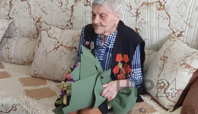 «Дай патрон – фашиста уничтожу»: в Нижнекамске ветеран войны отметила 96-летие