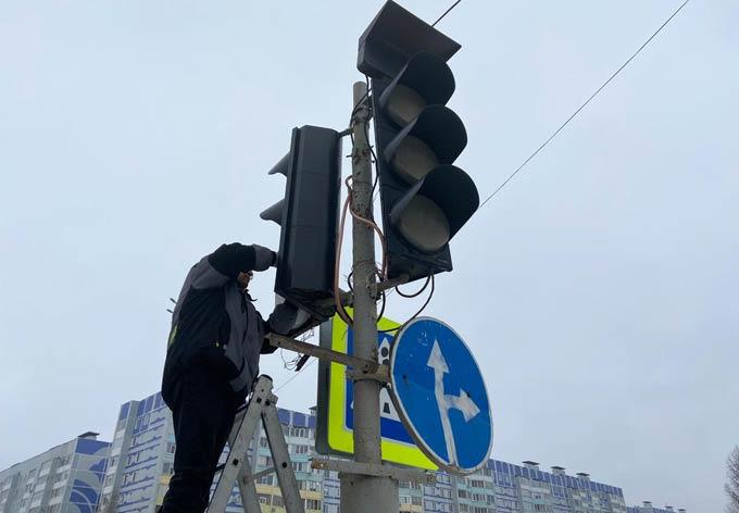 В Нижнекамске регулировщики 2 дня работали на перекрестке, где сломался светофор