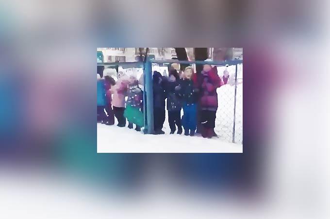 В Челнах детсадовцы устроили дискотеку под песню из машины жениха