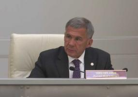 Президент Татарстана выразил соболезнования супруге Айрата Хайруллина