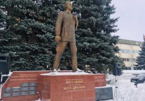 Нижнекамские джалиловцы собрались у памятника любимого поэта