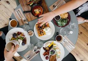 Диетологи назвали продукты, которые нельзя есть после 30 лет