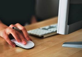 «Болезнь доярок» грозит офисным работникам