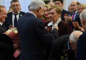 Нижнекамским ветеранам вручили медали в честь 75-летия Победы
