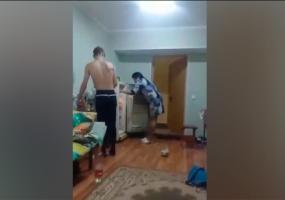 Мензелинские студенты сняли на видео, как воспитатель общежития устроила погром в их комнате