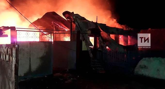 Пожилые супруги погибли при пожаре в частном доме в Татарстане