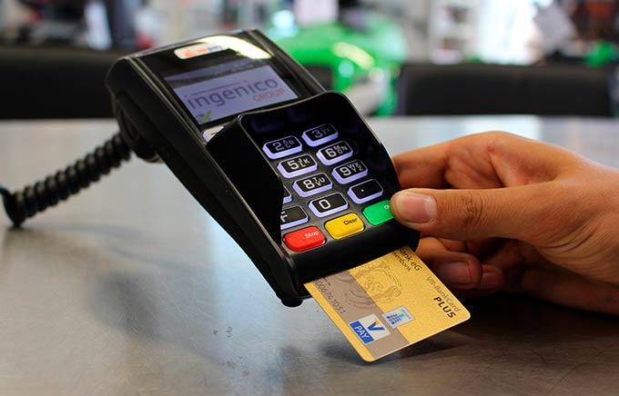Татарстанец украл деньги с банковской карты матери и получил два года