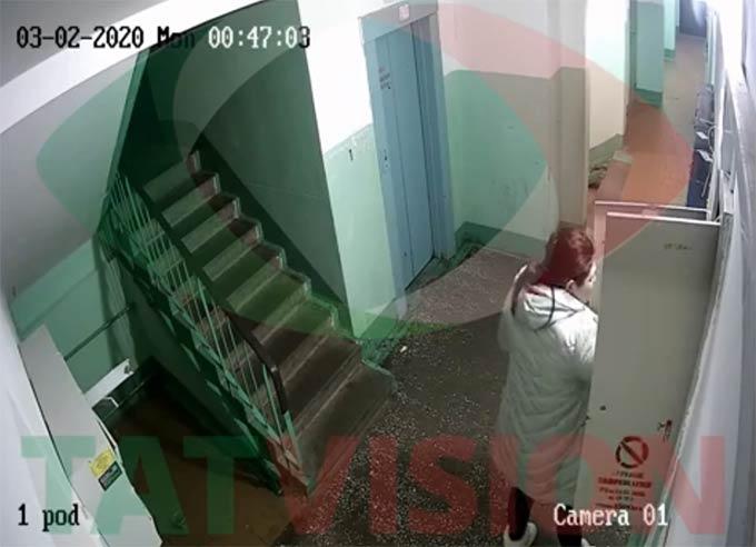В Нижнекамске двух хулиганок, устроивших погром в подъезде, сняла камера