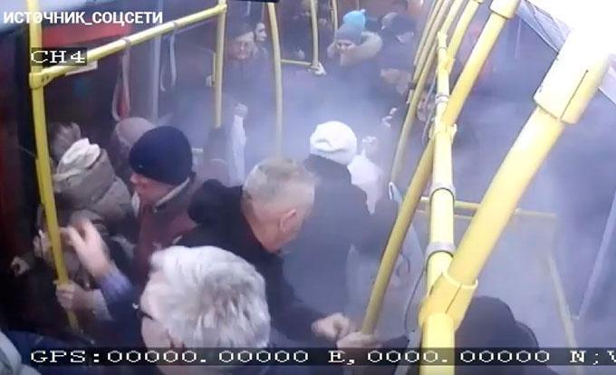 Видео сработавшего в казанском автобусе огнетушителя появилось в соцсетях
