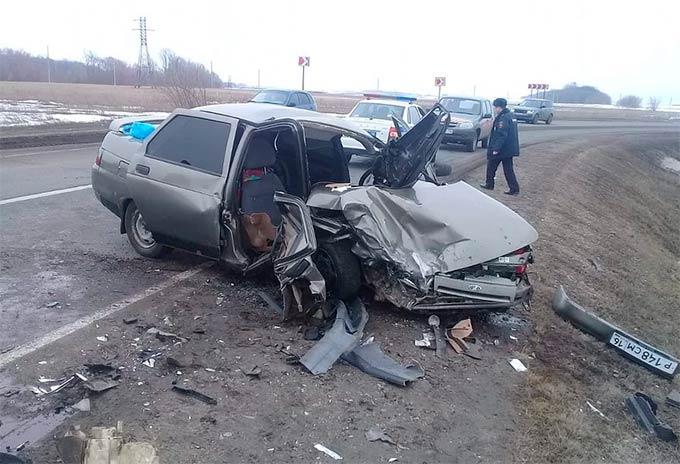 В Татарстане водитель легковушки на большой скорости выехал на «встречку», пострадали три человека