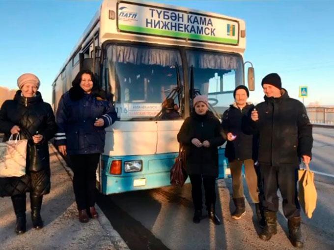 Пешеходов Нижнекамского района научили правильно передвигаться в тёмное время суток