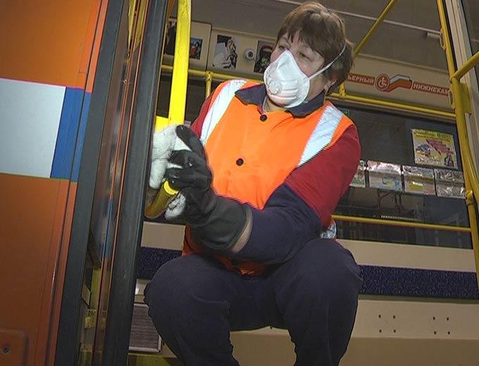 В Нижнекамске от вирусов защищают автобусы и трамваи