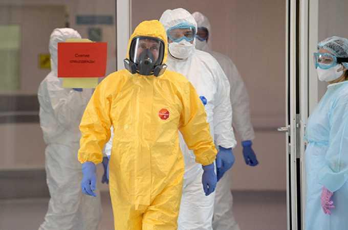 Президент России навестил пациентов с коронавирусом