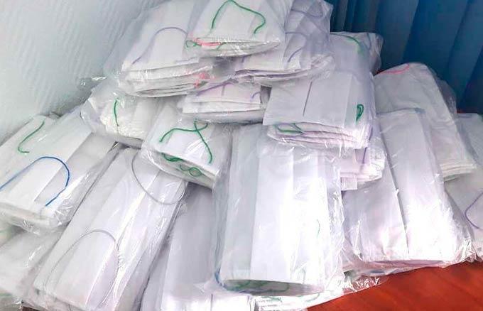 Нижнекамским полицейским студенты подарили медицинские маски