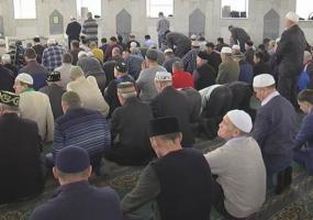 Из-за пандемии коронавируса мусульманам посоветовали сократить время молитв