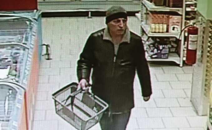 В Нижнекамске разыскивают подозреваемого в краже из магазина
