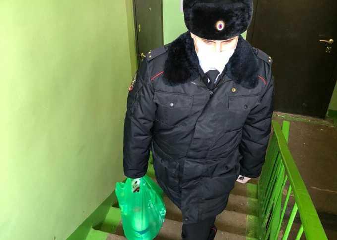 Сотрудники полиции в Нижнекамске приносят пожилым продукты и лекарства на дом
