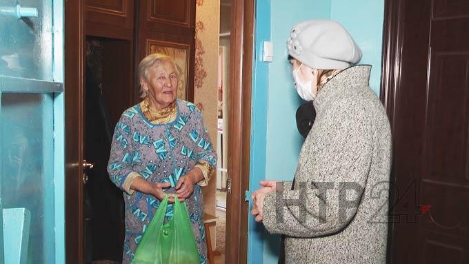 В Нижнекамске старшая по дому помогает пожилым людям во время самоизоляции