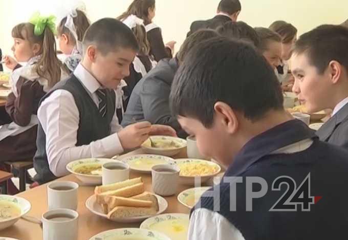 В субботу нижнекамским школьникам, которые питаются бесплатно, раздадут продуктовые наборы