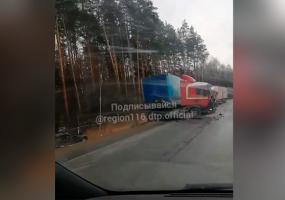 В ДТП с фурой на трассе в Татарстане погибли 3 человека