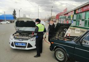 Инспекторы ГИБДД помогли альметьевскому водителю, у которого заглохла машина