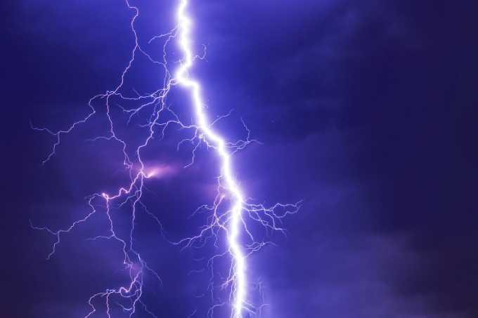МЧС предупреждает: на Татарстан обрушится гроза с сильным ветром
