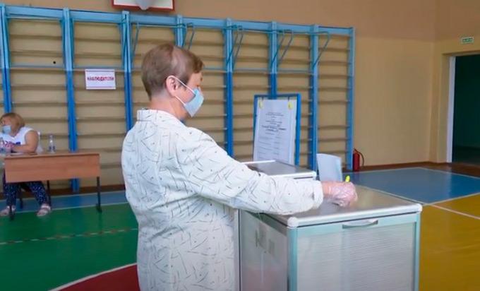 Нижнекамцы голосуют по поправкам в Конституцию